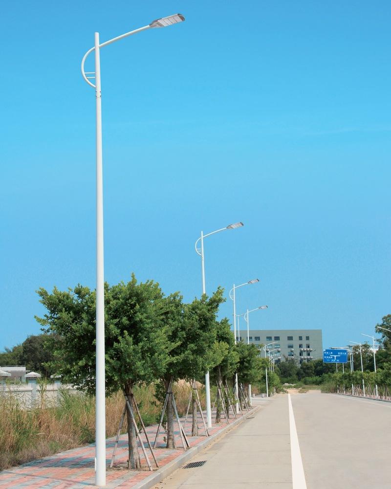10米新型錐形單臂路燈桿.jpg